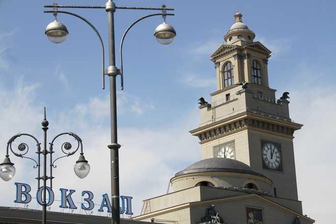 башня с часами у Киевского вокзала